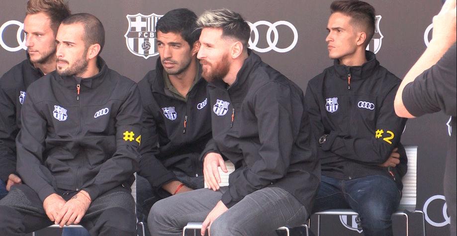 Los jugadores del Barça recibieron sus nuevos coches