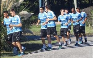 Luis Suárez completó el primer entrenamiento con Uruguay
