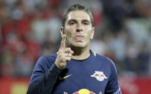 Mejor futbolista de la Bundesliga austriaca tres veces, Jonathan Soriano se llevará sus goles a China