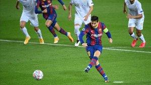 Messi lanzó su penalti 99 con el Barça