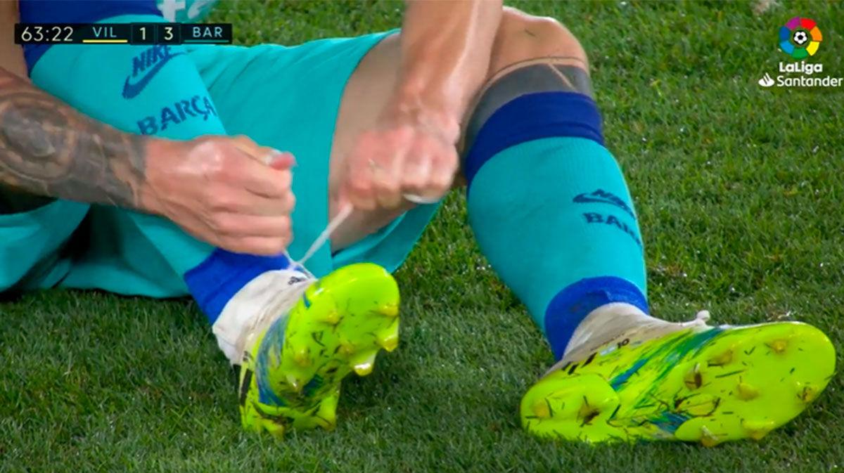 Messi tuvo algunos problemas con las botas durante el partido