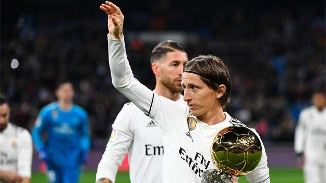 Modric mostró el Balón de Oro al Bernabéu
