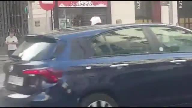 La Policía Municipal de Madrid denuncia a Batman mientras conducía un deportivo de lujo