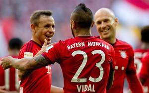 Vidal mojó en la goleada del Bayern al Colonia