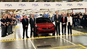 El Rey inaugura la producción del Opel Corsa eléctrico en Zaragoza.