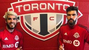 Adrià Arjona con el sevillano Alejandro Pozuelo, jugador también del Toronto