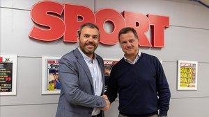 Agustí Perez, Ironman y David Casanovas SPORT en el momento del acuerdo