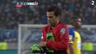 Alves jugó unos minutos de portero tras la expulsión de Trapp
