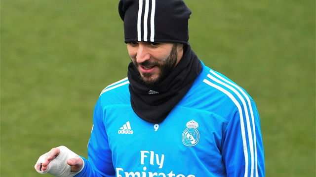 Benzema volvió a entrenar con vendaje en la mano