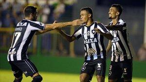 Botafogo avanza a la siguiente fase de la Copa Sudamericana al eliminar al Defensa y Justicia de Beccacece