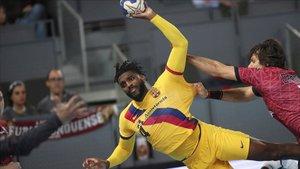 Dika Mem gana la partida a la defensa del Ademar