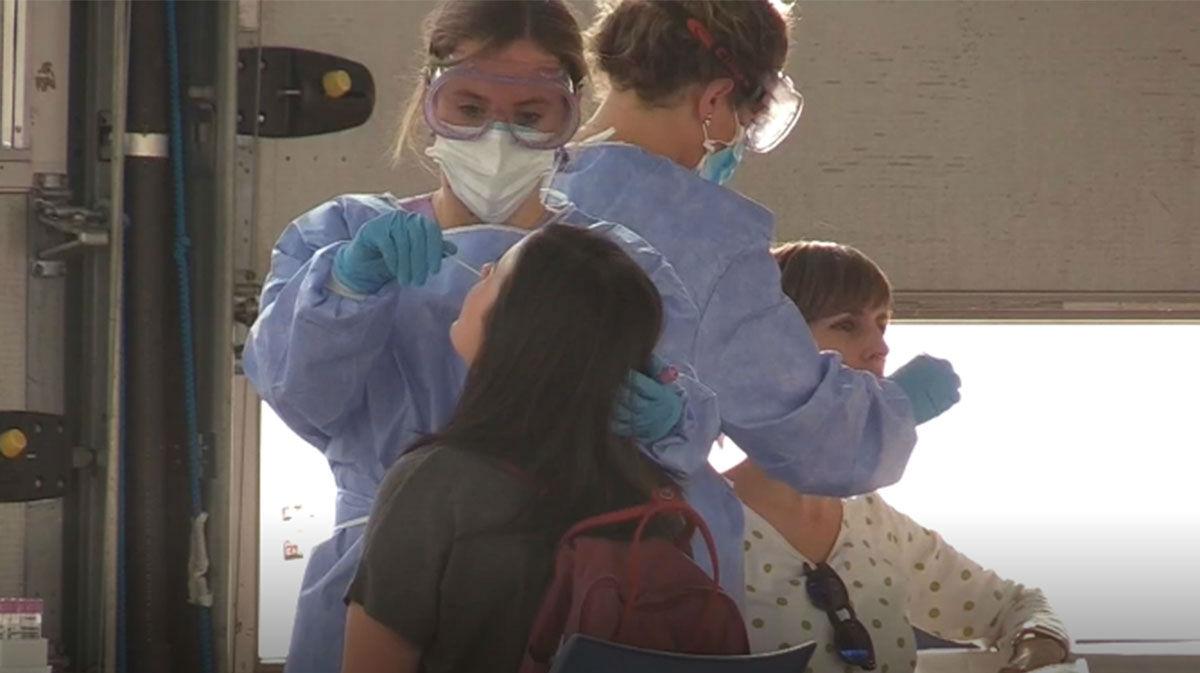 España, primer país de la UE que rebasa el millón de contagios de covid-19
