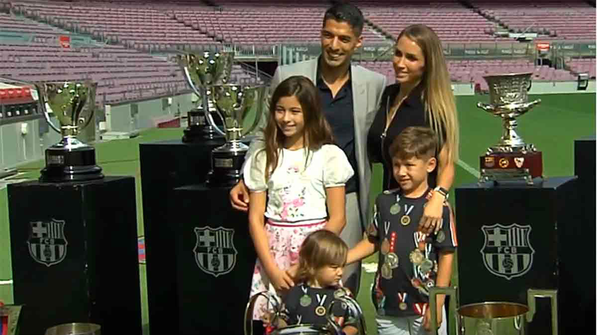 La familia de Luis Suárez también le acompañó en su despedida