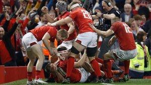 Gales recibe a Irlanda en su feudo