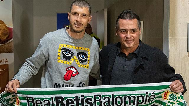 Guido Rodríguez llega a Sevilla para fichar por el Betis