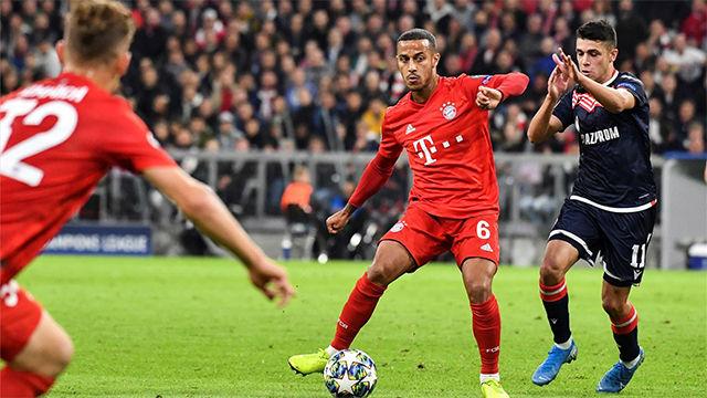 El increíble no-look pass de Thiago que asistió a Müller en el 3-0