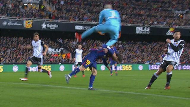 LACOPA | Valencia-Barçá (0-2): Domenech se llevó por delante a Messi