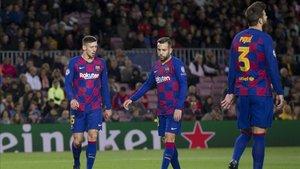 Lenglet, Alba y Piqué, fijos en la defensa del Barça