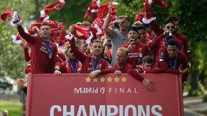 El Liverpool celebró con su afición su sexta Copa de Europa