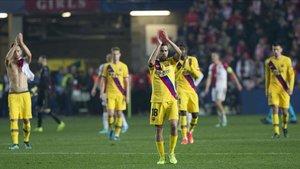 Los jugadores del Barça, tras el partido contra el Slavia