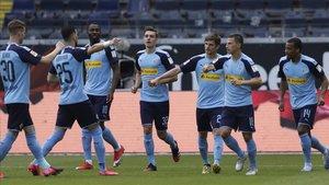 Los jugadores del Gladbach celebrando uno de los goles ante el Eintracht