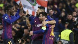 Messi, Suárez y Dembélé celebran un gol contra el Lyon
