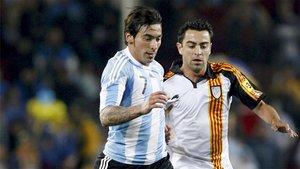 Xavi y Lavezzi, en el famoso partido entre Catalunya y Argentina