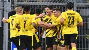 Alegría en el Borussia Dortmund tras el gol de Reyna que rompía la igualada en el marcador.