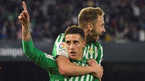 Cristian Tello celebrando un gol con Loren