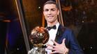 Cristiano Ronaldo luce su quinto Balón de Oro ganado en 2017