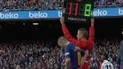 Iniesta fue aclamado por la afición del Barcelona