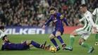 Leo Messi sufrió un marcaje pegajoso en el primer tiempo