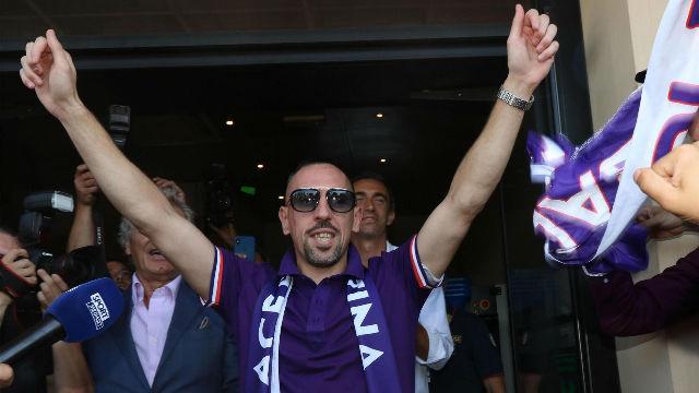 Locura en la llegada de Ribéry a Florencia