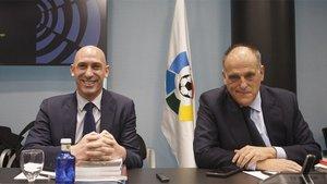 Luis Rubiales (izquierda) presidente de la Federación (RFEF) y Javier Tebas, presidente de la Liga (LFP)