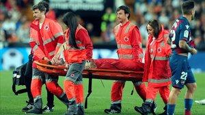 Piccini fue retirado en camilla en el derbi valenciano