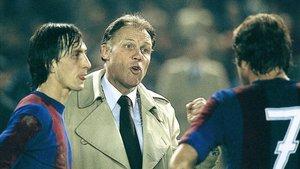 Rinus Michels hablando con Johan Cruyff en su etapa de entrenador del FC Barcelona
