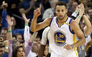 Stephen Curry sigue batiendo récords