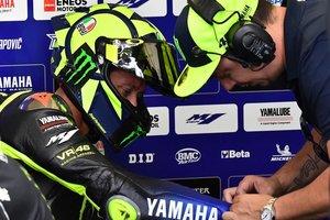 Valentino Rossi, en el box de Yamaha durante el GP de Alemania