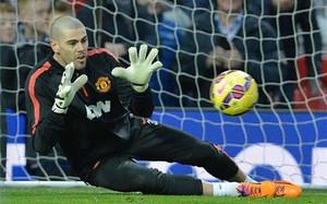 Victor Valdés en acción con el United