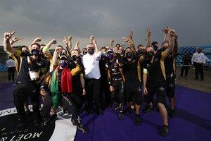Da Costa y el equipo DS Techeetah, campeones
