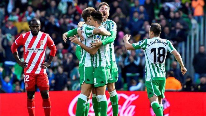 El Girona prueba su propia medicina y cae de penalti en el descuento