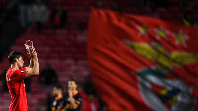 El encuentro sin goles le vale al Benfica para estar en octavos