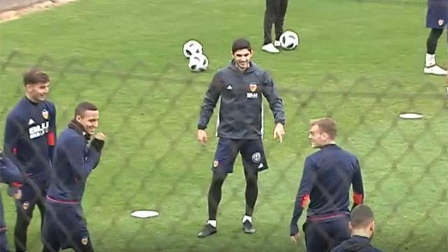 Guedes se entrena con normalidad antes de jugar contra el Barça