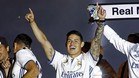 James Rodríguez celebró el título en un segundo plano