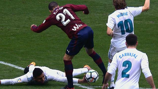 LALIGA | Eibar - Real Madrid (1-2): El Eibar reclamó una mano de Casemiro bastante clara