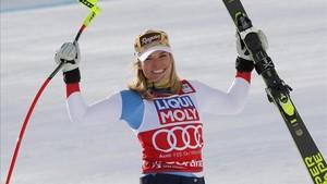 Lara Gut celebra el triunfo en Cortina