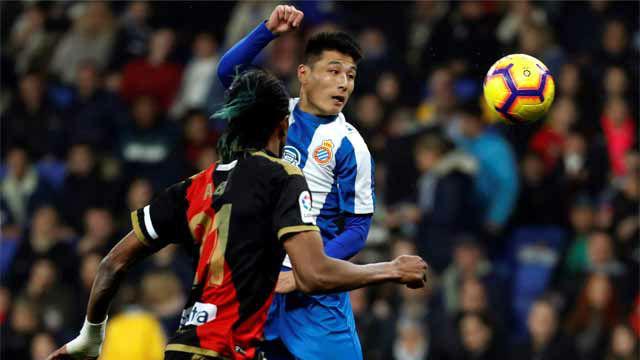 Wu Lei tuvo dos ocasiones claras de gol ante el Rayo