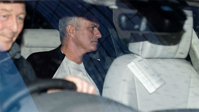 Mourinho abandona las instalaciones del Manchester United