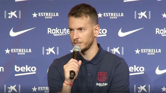 Neto fue presentado en el Camp Nou