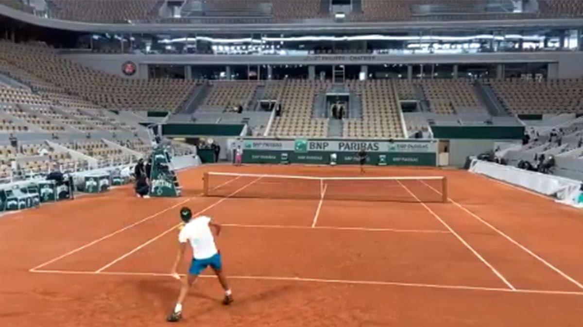 Rafa Nadal completa su primer entrenamiento en la reformada Philippe Chatrier
